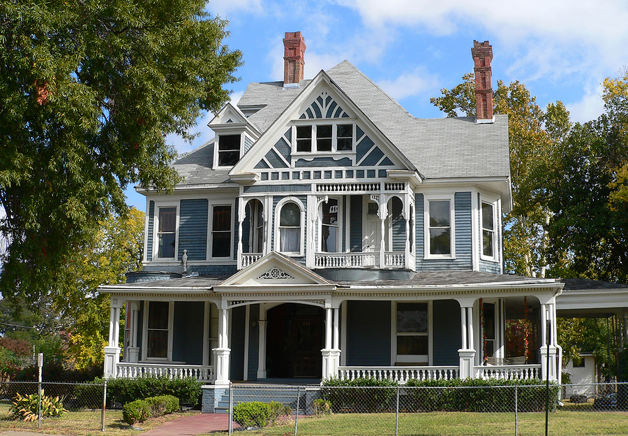 Dfw 39 s hottest victorian houses currently listed for sale for Victorian themed house