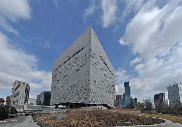 Perot Museum - Image Credit: https://en.wikipedia.org/wiki/File:Perot_Museum_of_Nature_and_Science_pano_02.jpg