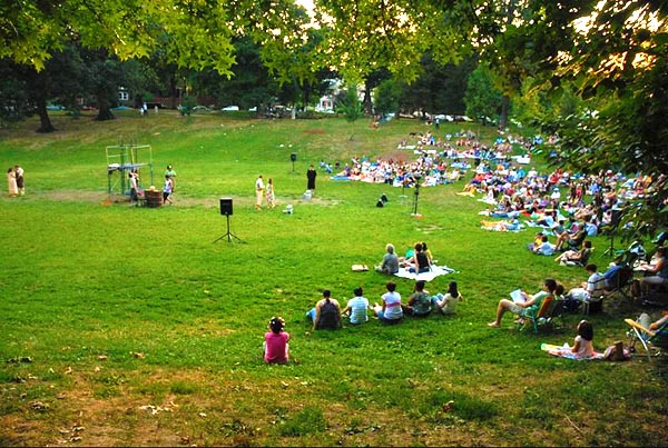 Shakespeare in the Park - Image Credit: https://en.wikipedia.org/wiki/File:Shakespeare_in_Clark_Park.jpg